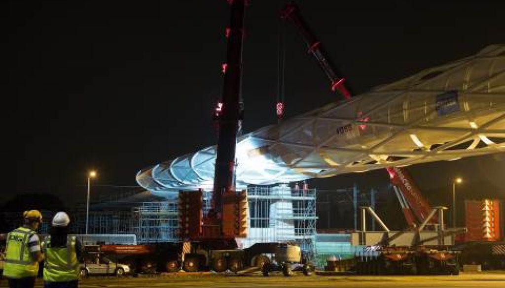 Terex Trio lifts pedestrian bridge in Rotterdam. Copyright Terex